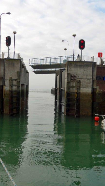 La très étroite entrée vers la Marina Michiel De Ruyter