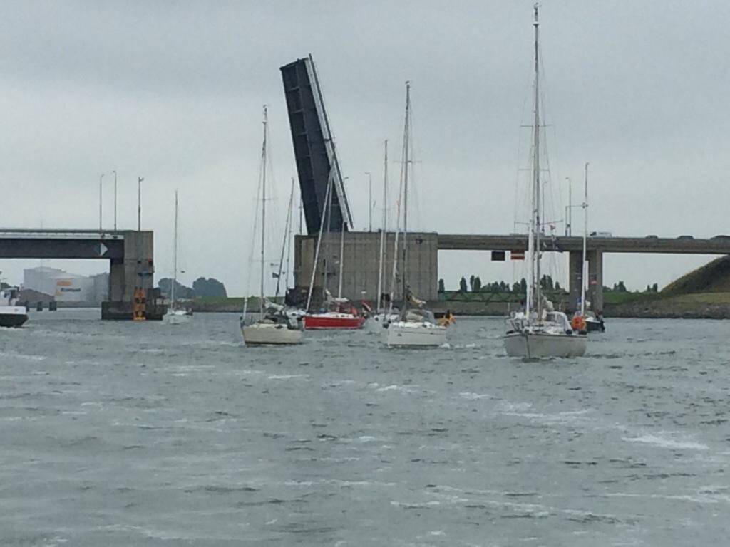Between Oosterschelde and Westerschelde - boats passing bridge